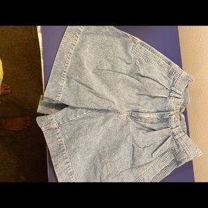 Lizwear High Waisted Pleated Jeans Shorts Size 8
